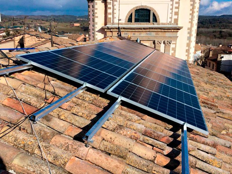 Instal·lació fotovoltaica a l'ajuntament d'Olost