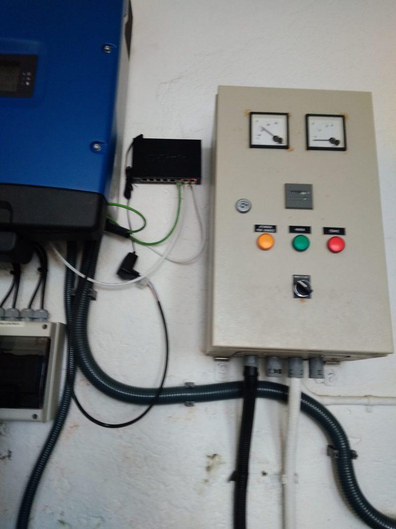 Inversor y sistema de monitorización conectado a contador eléctrico