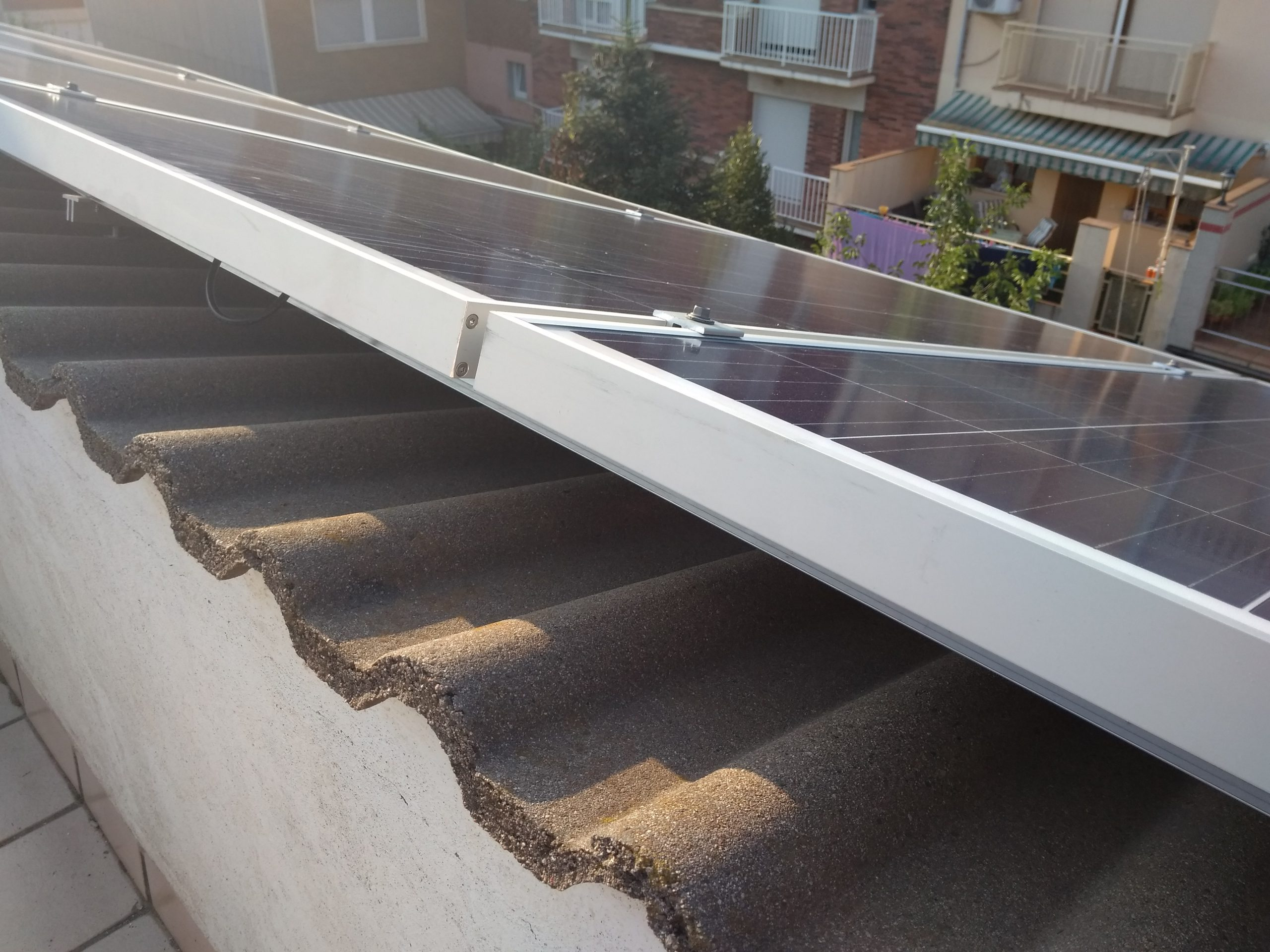 Suport de fixació sobre teula