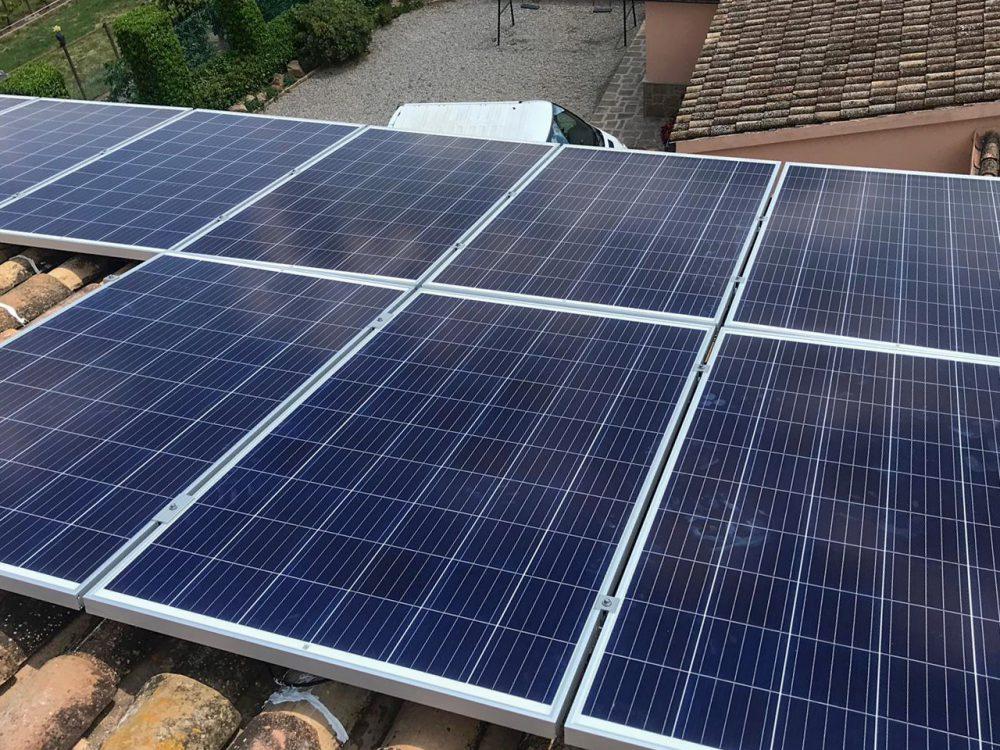 Instalación solar fotovoltaica doméstica sobre tejado